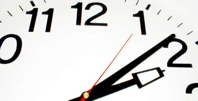 horario-de-trabalho-no-emprego